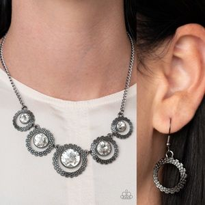 ❤️Pixel Perfect Necklace Set